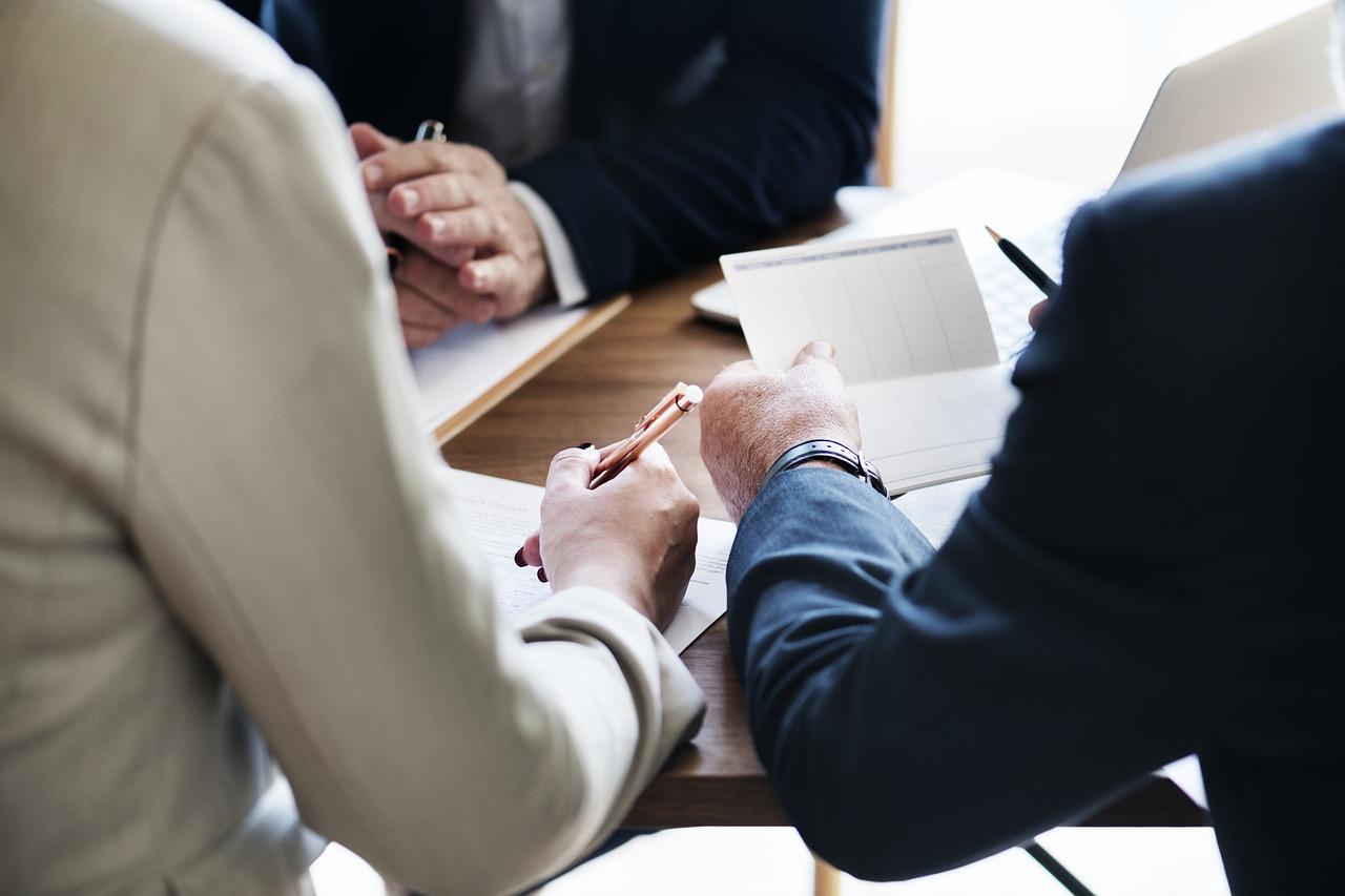 銀行系ファクタリング会社を利用する際の注意点と活用方法